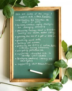 small chalk board with hand written list of ways that art therapy can support families